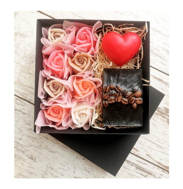 Dovanų rinkinys muilas su kava, širdelė ir rožės