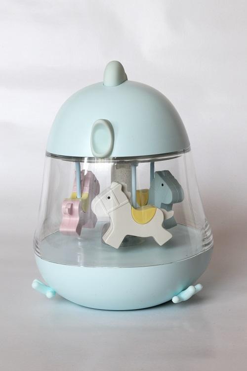 Muzikinė lempa su karusele melsvos spalvos